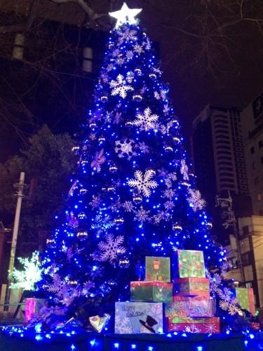 アメリカ村の三角公園のクリスマスツリー 1