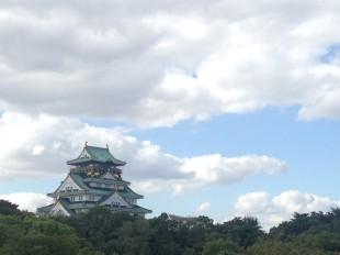 大阪城と秋の空
